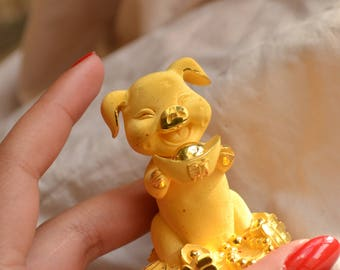 Adorable and highly luxurious vintage 24K yellow gold Chinese good luck statue