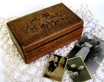 Antique Wooden Trinket Box / Carved Trinket Box / Carved Wooden Box / Jewelery Box / Keepsake Box / Treasure Box / Boho Decor / Hinged Box