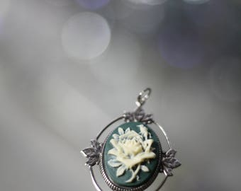 White Rose Cameo Silver Pendant *Excellent Condition