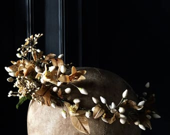 Antique French Bridal Crown, A Magnificent and Extremely Rare Wedding Wreath with Wax Orange Blossoms, Mid 19th Century