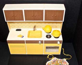 vintage barbie and friends kitchen furniture and accessories