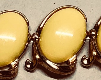 Vintage 1950 Crown Trifari Trinidad Yellow Lucite Bracelet