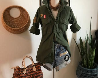 Vintage Army Shirt - 1970s - Sateen Cotton - Olive Green - Army Issue - Patched