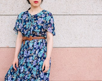 Lightweight cape dress with blue and purple florals / Japanese vintage / Cape dress / Thin knife pleats / Summer dress / Spring / Size M-L