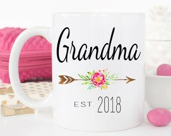 Grandma Mug, Gift for new grandma, Grandparents gift, Grandma Coffee Mug, Pregnancy Reveal, Gift for mom, Mom mug, Grandma coffee mug