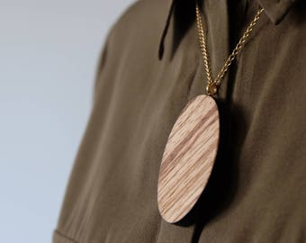 Necklace in zebrano-plated wood and black straw marquetry