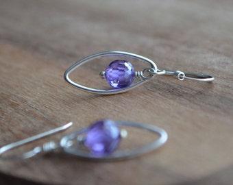 Amethyst Earrings in Sterling Silver, Purple Drop Earrings, Violet Dangle Earrings, Boucles D'Oreilles Améthyste