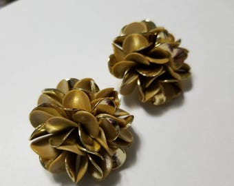 Vintage big gold and tan cluster plastic clipon earrings