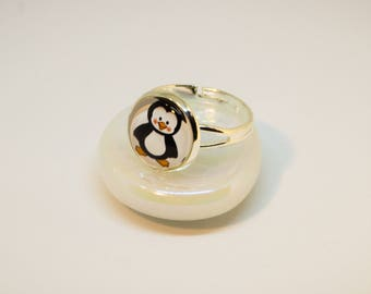 Cabochon ring, adjustable. Silver colors, for girls. Motif.: Little Penguin.
