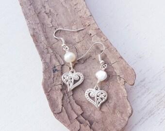 Freshwater pearl & silver heart earrings. Wedding earrings. Bridesmaid jewellery. Love heart earrings  pearl earrings.