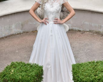 Ivory wedding dress, with full skirt and beautful lace top