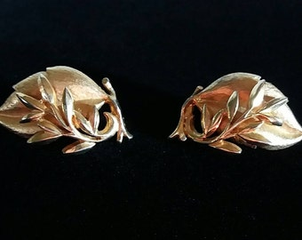 Sarah Coventry Leaf Brushed Gold Tone Earrings Clip On Non Pierced Vintage Earrings