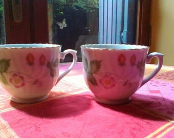 A pretty pair of strawberry cups - Chinese porcelaine vintage