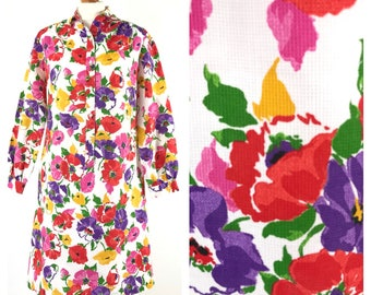 Bright floral vintage long sleeved dress with pockets. Size 12.
