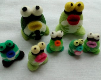 Frogs small carded wool