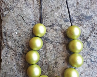 Chunky Pearl Green Beaded Necklace