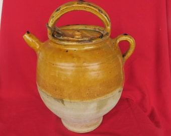 yellow pot French -ancien grand pichet à huile en terre vernissée jaune du Sud-Ouest de la France comme les pot à graisse de Castelnaudary,