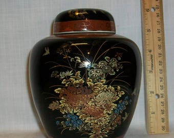 """Listing 040 is a Small Japanese ginger Jar 5""""H"""