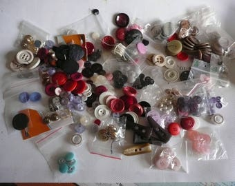 Lot of 344 boutons, buttons, botones, differents sizes, shapes, materials, colors, new, vintage, haberdashery