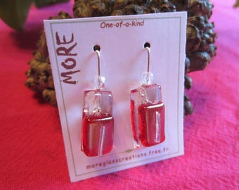 Lovely small earrings in transparent glass, red iridescent with silver wire inclusion