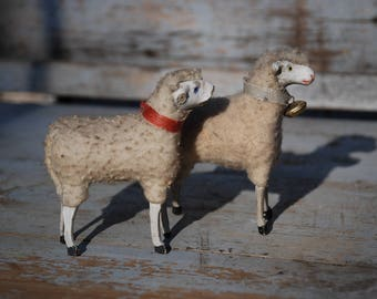 2 Sheep Antique from the turn of the century with damage-need for repair