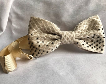 Women's bow tie / Valentine's Day gift / Beige corduroy bow tie with black beads / Handmade bow tie / Gift for her