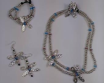 Custom jewelry and jewelry.