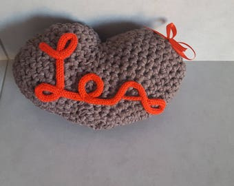 Personnalisante heart cushion