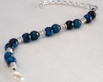 Women's bracelet with blue agate stones