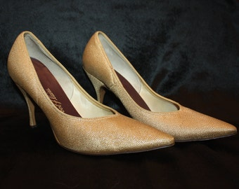 Vintage Gold Womens Heels Foot Flairs Sz 7 Pumps