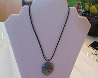 Vintage turquoise veined pendant
