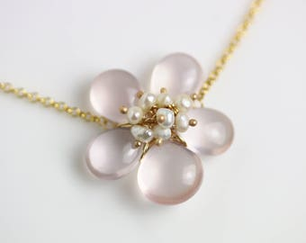 Romantic Rose Quartz Flower Necklace wit Pearl Clusters. Gift for Her. Gift Idea. Romantic Necklace.