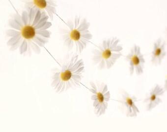 Daisy flower garland, Floral home decor, Nursery wall hanging, Wedding mantle decoration, wedding garland, Girl's Room decor, Flower garland