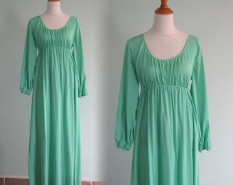 70s Green Nightgown - Vintage Empire Waist Nightgown in Leaf Green - Romantic 70s Night Gown with Long Sleeves - Vintage 1970s Nightgown L