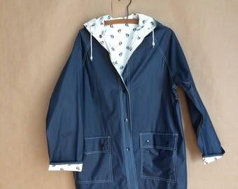 vintage 80's hooded raincoat / reversible navy blue jacket / sailboat print / patch pockets / snap closure / preppy retro