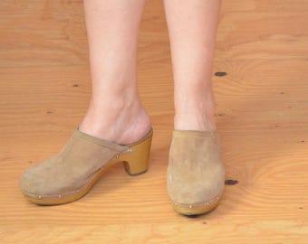 Vintage 70's Tan Suede Leather Clogs Mules Slip On SZ 8.5