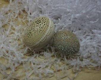 Carved and Etched Victorian Lace Egg Pair: Pheasant and Olive Green Chicken