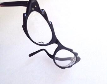 1950s Black scalloped edge cateye spectacles / 50s novelty zigzag cat eye glasses frames
