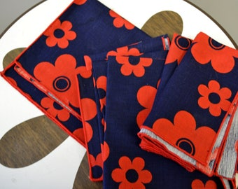1970s Red and Navy Daisy Napkin/Placemat Set of 3