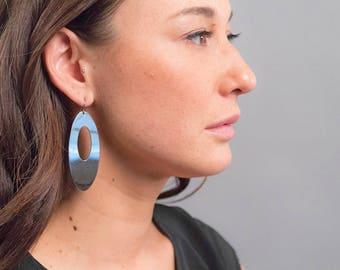 Geometric Oval Earrings / Vintage 90s Earrings / Bold Statement Earrings / Costume Jewelry / Silver Oval Earrings / Mirrored Earrings