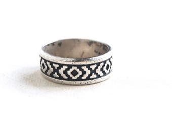 Southwestern Ring Band Size 8 Vintage Mexican Sterling Silver Unisex Geometric Native American Rug Design