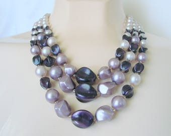 Mid Century Bib Bead Necklace / Simulated Pearls / Purple & Lavender Beads / 1960s Vintage Jewelry / Jewellery