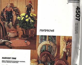 Harvest Time / Original McCall's Crafts Uncut Sewing Pattern 4507