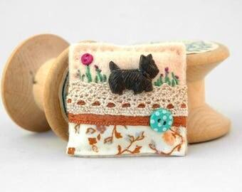 Scottie dog brooch, Scottish Highland Terrier, dog lover jewellery, hand sewn dog brooch, unique felt animal brooch, cream brown brooch, UK