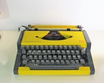 Vintage Manual Typewriter Olympia AEG Dactymetal de Luxe  with hard case and Instruction Manual Working Typewriter 1970s