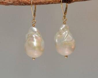 Extra Large Baroque Pearl Earrings in 14K Gold, White Baroque Pearl Earrings in Gold, Large Freshwater Pearl Earrings, Wedding Pearls