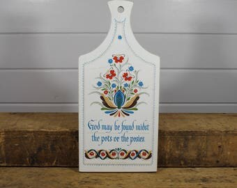 1964 Berggren Trayner Painted Religious Cutting Board, Wall Art, Wall Hanging, Pennsylvania Dutch, God May Be Found Midst Pots or the Posies