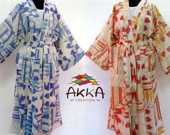 2 kimonos  robe de chambre blancs, bleu et safran  en coton tissé imprimé patchwork et ikat