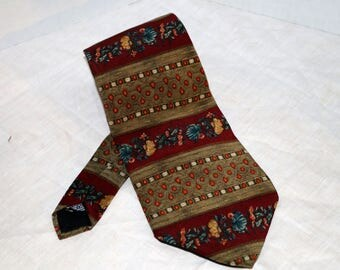 Metropolitan Museum of Art Men's Tie  - Floral Stripe - Burgundy - Made in Canada - 100% Silk