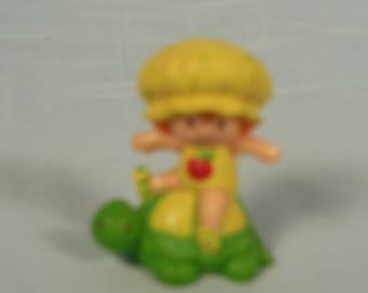 Vintage Strawberry Shortcake Miniature-Apple Dumplin-On Tea Time Turtle
